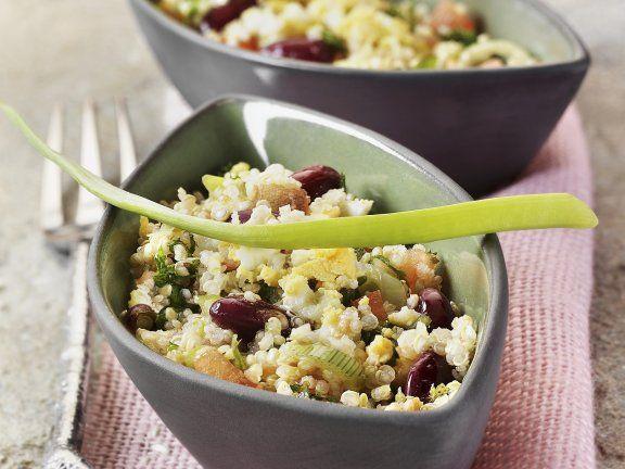 Quinoa-Salat mit Gemüse und Ei ist ein Rezept mit frischen Zutaten aus der Kategorie Salat. Probieren Sie dieses und weitere Rezepte von EAT SMARTER!