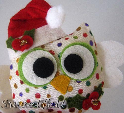 ♥♥♥ E como as corujinhas estão tão na moda, não podia falta uma corujinha de Natal não era? (Explore)