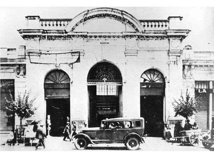 Entrada principal del Mercado Central de Talca. Ca. 1930.
