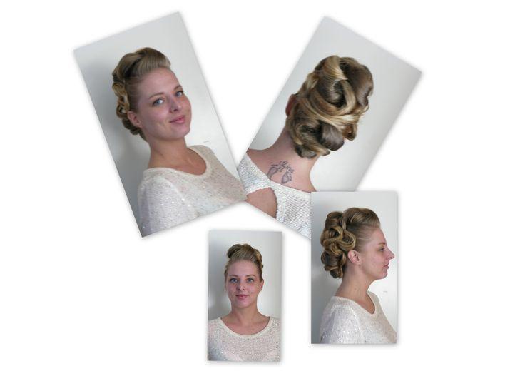 Trendy haar uit Venlo Updo very special with highlighted hair Trendy Hairfashion for Bridal, Bride, Gala, Prom, Event, Party hair Opgestoken haar, erg speciaal met diverse highlight of lowlight in het haar. Voor de trendy bruid, bruiloft, gala, gelegenheid en feest kapsel