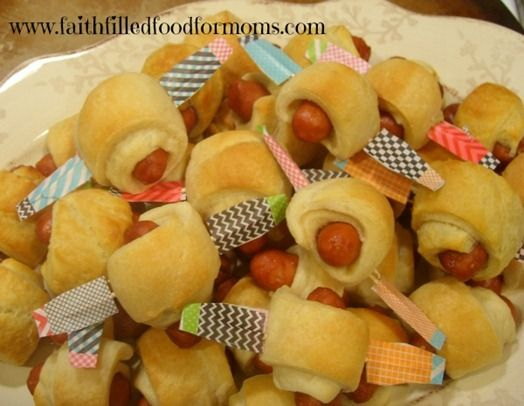 little smokies airplanes - A Southern Outdoor Cinema movie snack & food idea for outdoor movie events.