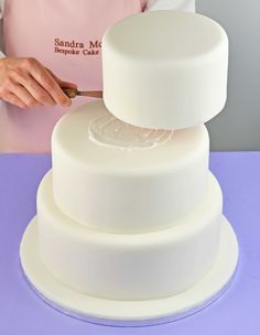 Step-by-step make your own wedding cake by Sandra Monger >> http://www.renshawbaking.com/blog/events/live-with-sandra-monger-how-to-make-your-own-wedding-cake.html