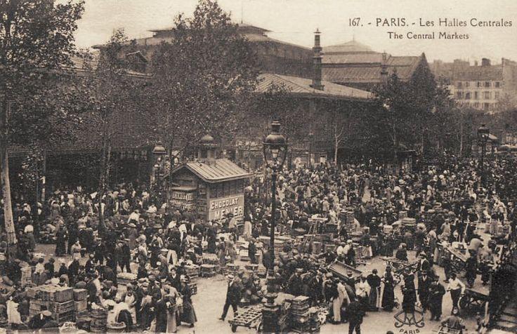 Les Halles de Paris - Paris 1er Les Halles, le Ventre de Paris, et sa foule indescriptible... (ancienne carte postale, vers 1900).