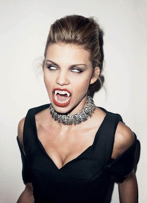 25 best ideas about vampire girls on pinterest vampires sexy vampire and vampire images - Costume vampire femme ...