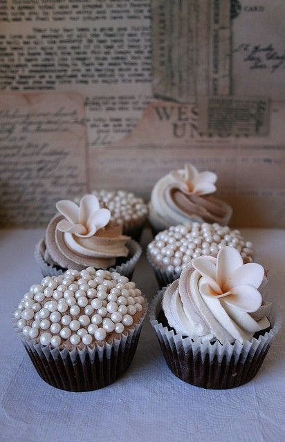 Wedding cupcakes - Rachel I think these would match your dress....so cute!!
