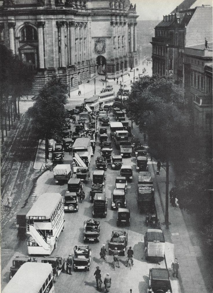 Ebertstrasse 30er Jahre  (30 Jahre später wird hier die Mauer stehen)