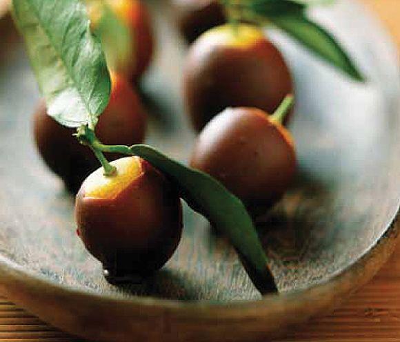 Naranjitas confitadas y cubiertas de chocolate #cuisine #recipes