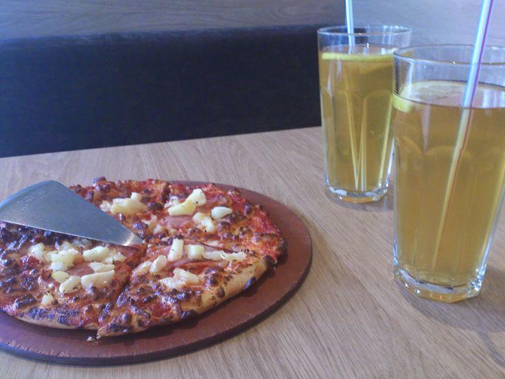Crazy in Life: A Quick Pizza at Pizza Hut