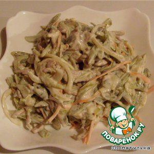 """Салат """"Обжорка"""" с говядиной. Ингредиенты: Говядина (варим) — 400-500 г Лук репчатый (средние луковицы) — 2-3 шт Морковь большая (жарим) — 1 шт Огурец (солёные, средние) — 3-4 шт Майонез Соль (и перец молотый, по вкусу) """"Салат прост в приготовлении, но необычайно вкусен. Гости всегда выделяют его из остальных закусок. Достойная закуска на праздничный стол..."""""""