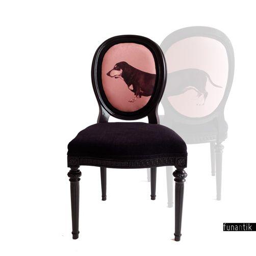 """Mr. Majer Pohodlná a prostorná židle ve stylu Ludvíka XVI. Židle není přímo z Ludvíkovy doby :-), ale i tak už leccos pamatuje – podle předchozího majitele byla pořízena těsně po válce, tedy v padesátých letech minulého století. Židle je dřevěná, """"řezbované"""" části a ozdoby byly odlity z umělé pryskyřice. Dřevěná konstrukce je naprosto v pořádku a ..."""