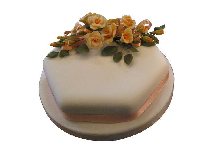 Roses  #sugarflowers #sugarart #sugarcraft #cakeart #cakedecorating #sugarflower #cakeartist #sugarpaste #sugarartist #gumpaste
