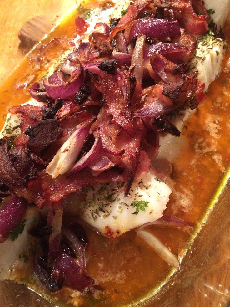 Underbart god Torskrygg med bacon, soltorkade tomater och bruten potatis