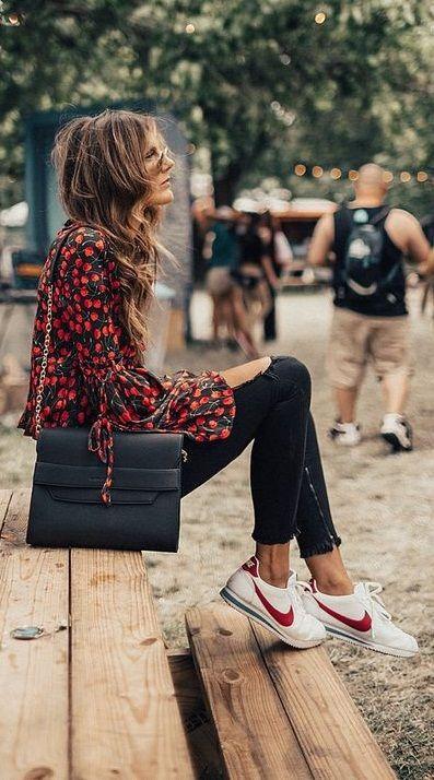 324601a82e7 chic boho IDEAS DE CÓMO COMBINAR LAS ZAPATILLAS NIKE CORTEZ PARA ARRASAR CON  TUS LOOKS adidas stan smith style sneakers outfit