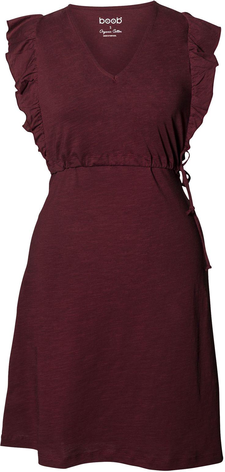 Gravidklänningen Alicia från Boob är en smart och snygg klänning som gör det enkelt att amma. Klänningen har en fin form med volanger i ärmarna och praktisk knytfunktion för att lätt justera passformen, och är gjord i ett härligt material med dubbelfunktion för graviditet och amning.<br><br>Med dess smarta omlottlösning över bysten är den enkel att hantera vid amning.<br><br>Material: 100 % ekologisk bomull.<br>Tvättråd: Tvättas i 40°C.<br><br>Färg: R...