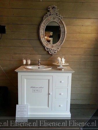 Landelijk wastafelmeubel met 1 deur, 3 lades en 1 ovale waskom. Afgewerkt met topkwaliteit verf. Alle RAL-kleuren & vele bovenbladen van hout & natuursteen