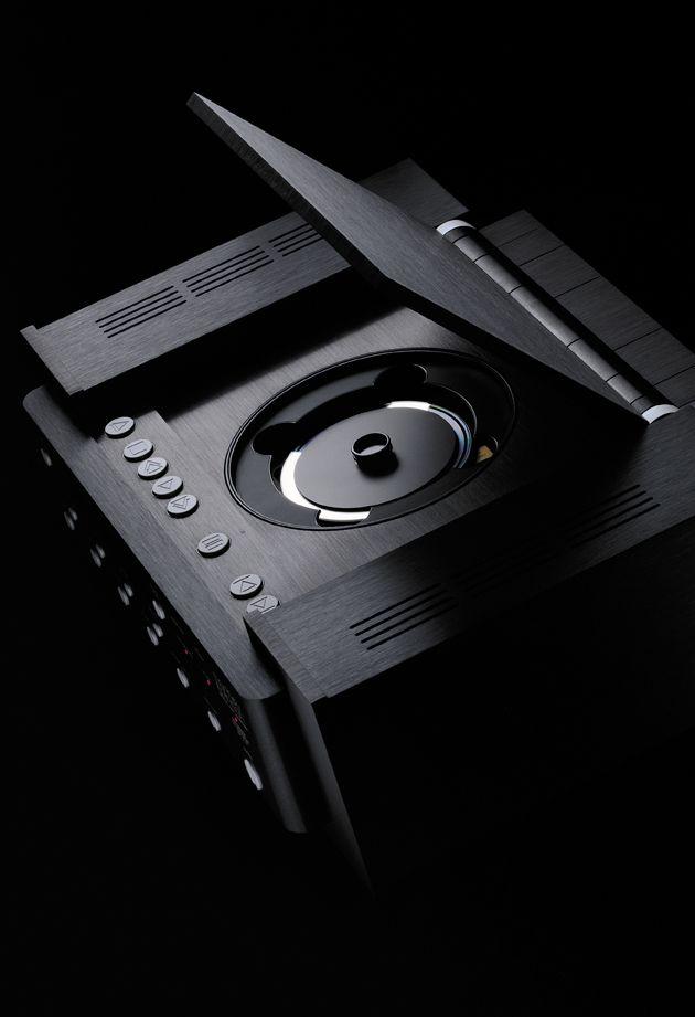 20대 초반의 레빈슨은 음악과 기술적 재능을 결합하여 전설적인 '우드스톡 뮤직 페스티벌' 무대에 사용된 사운드 믹서를 제작했고, 그가 제작한 스테레오 부품은 오디오 가전 업계의 표준이 되었다. | Lexus i-Magazine 다운로드 ▶ www.lexus.co.kr/magazine #Lexus  #Magazine #sound #marklevinson