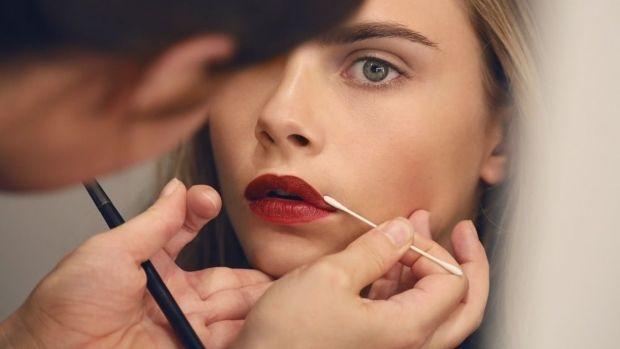 ZÁKLADY LÍČENÍ: 8 fíglů slavné vizážistky pro bezchybný make-up