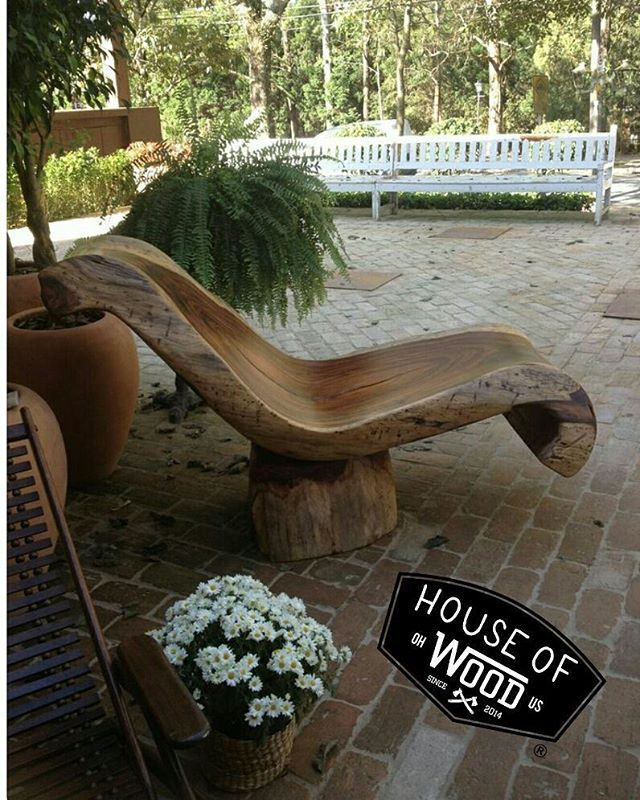 Bad ass carved log chair ! Follow @houseofwoodusa @organicrecreationswoodshop @stickermule  WE DESIGN LOGOS !! Looking for any help with your logo art needs? Hit us up at orwoodshop@gmail.com or private message us. Why pay a high price for a company logo?