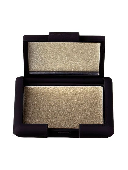 The 6 Most Gorgeous Makeup Colors for Green Eyes: Makeup: allure.com. Loving this shimmery metallic...