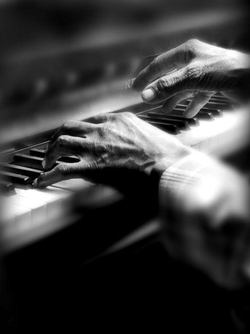 Google Image Result for http://www.regnierphotography.com/portraits/content/bin/images/large/piano_hands.jpg