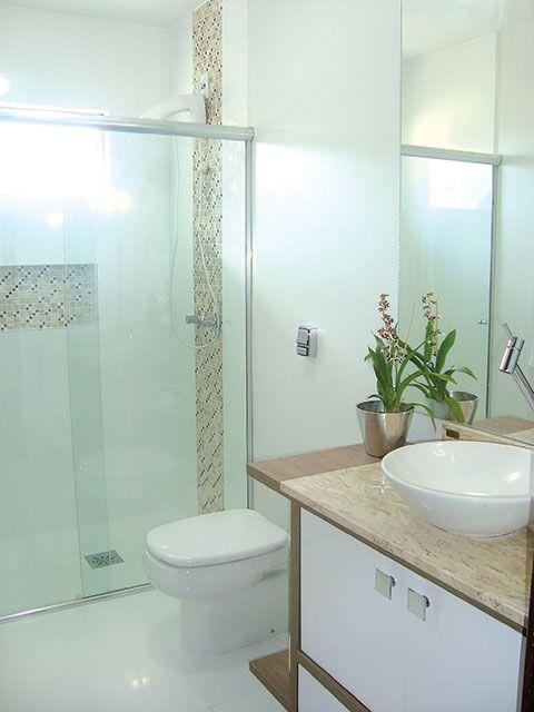 Mais de 1000 ideias sobre Banheiros Decorados Com Pastilhas no Pinterest  Ca -> Banheiro Com Faixa De Pastilha Vertical