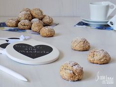 I brutti ma buoni sono dei dolcini tipici Emiliani preparati con le mandorle,semplici da fare,servono 3 ingredienti e pochi minuti per questi deliziosi dolcini...
