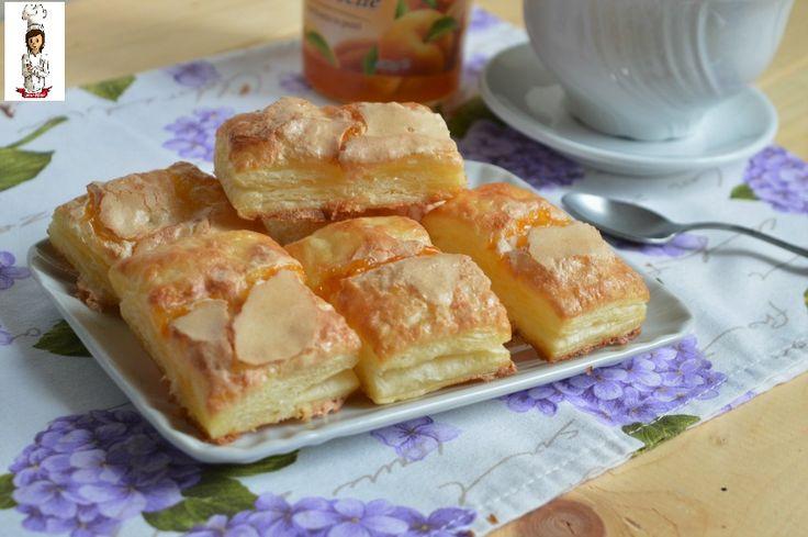 Le sfogliatine con la glassa, sono dei dolcetti di pasta sfoglia molto golosi da gusto delicato, da consumare a merenda o colazione