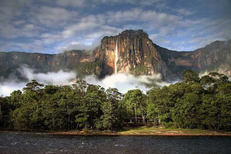 Parque Nacional Canaima - Salto del Ángel, Venezuela. Comparte tus sueños viajeros en www.faro.travel!