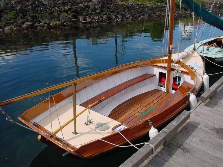 "Herreshoff 12 1/2 Sailboat ""Shackled"" Photo Album | Nothing better... | Sailboat, Sailboat plans ..."