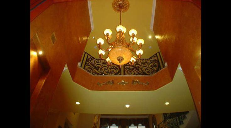 Un Hall de entrada espectacular. Técnica con aplicación de papel y glazes metálicos