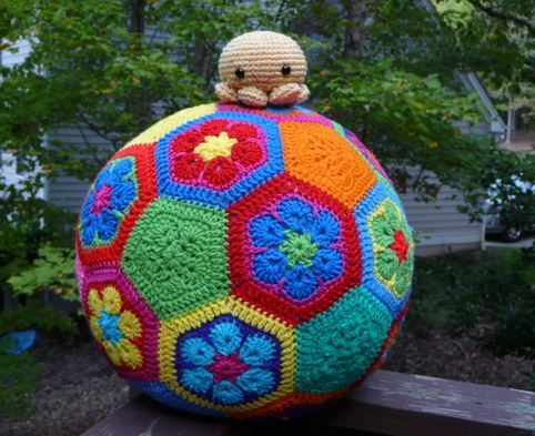This African Flower Soccer Ball is perfect for play time and it's a FREE Pattern. Don't miss the African Flower Blanket!