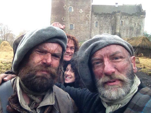 Here is a NEW/OLD pic of Graham McTavish, Duncan Lacroix, Sam Heughan and Caitriona Balfe Source