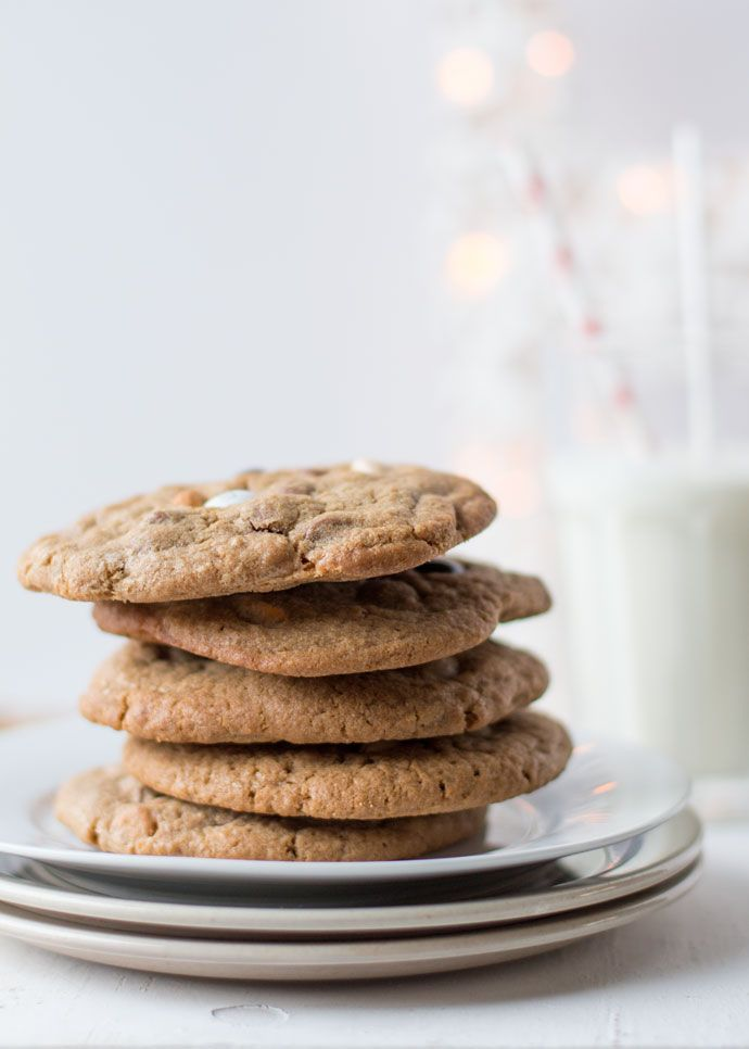 Kerstmis is pas echt een Amerikaanse kerst als er koekjes en melk aan te pas komen. Waar wij Sinterklaas blij maken met een wortel en wat hooi voor Amerigo, moet je in de Amerika wat beter je best doen. De meest geschikte koekjes vind ik persoonlijk chocolate chip cookies, daarom staan ze voor mijook een...Lees Meer »