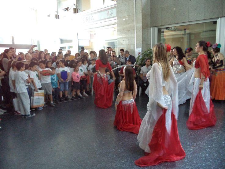 #veli e #spade! in via Padova a Milano, con la #musica dal vivo dei nostri #percussionisti con #darbuka, #tamburelli ....