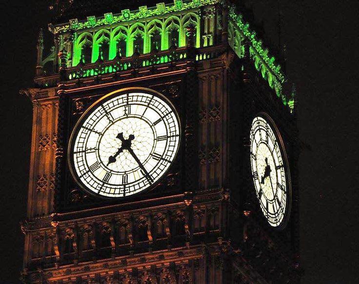 Big Ben es el nombre con el que se conoce a la gran campana del reloj situado  en el Palacio de Westminster la sede del Parlamento del Reino Unido en Londres y se utiliza también para nombrar al reloj de la torre. Su nombre oficial era Clock Tower hasta que el 26 de junio de 2012 en honor al jubileo de diamante de la reina Isabel II se decidió que la torre pasaría a llamarse Elizabeth Tower.  La torre alberga el reloj de cuatro caras más grande del mundo y es la tercera torre de reloj más…