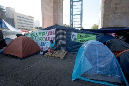 Continúa campamento de la CNTE en el Monumento a la Revolución. Foto: Germán Canseco