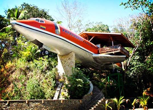 Costa Rican Hotel Made from an Old Airplane