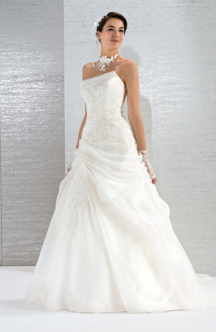 Extrêmement Les 25 meilleures idées de la catégorie Robe de mariée asymétrique  LE66