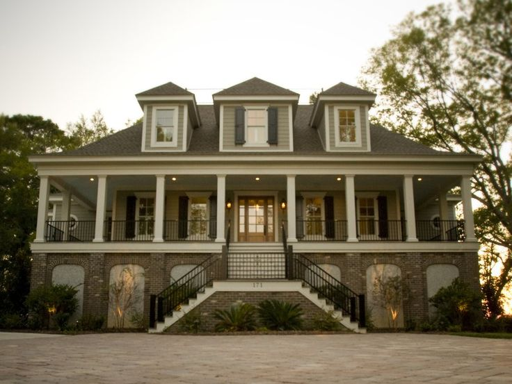 9 best lake and bayfront homes images on pinterest for Low country farmhouse plans
