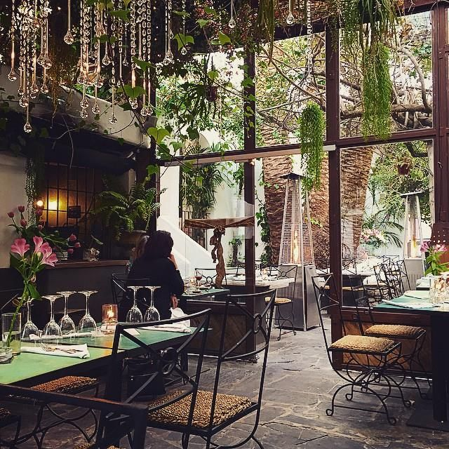 Bonito estilo - Ver sillas, si no Marruecos La Brasa garden restaurant, Ibiza