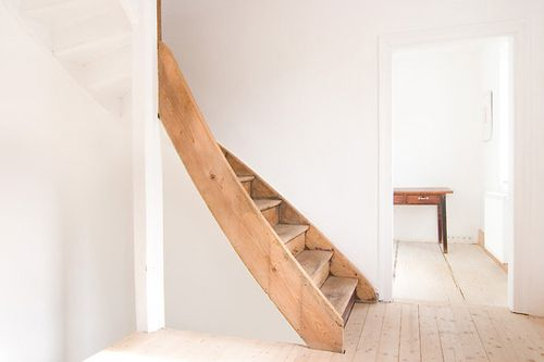 I would like to keep my staircase blanc, but I wonder how it would work in real life, getting stained & ditry quickly I guess