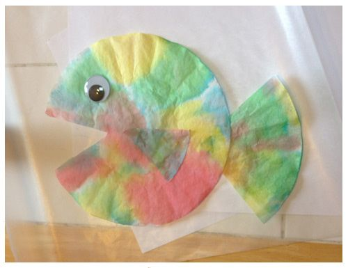 More rainy day summer fun: Step-by-step instructions for Coffee Filter fish! http://www.plumprint.com/plum-ideas/
