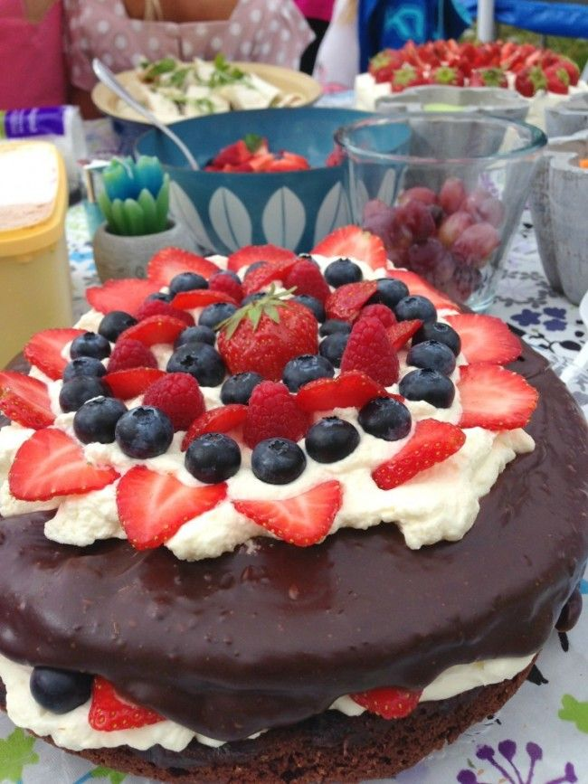 Wonderful chocolate cake with berries and chocolate cream!