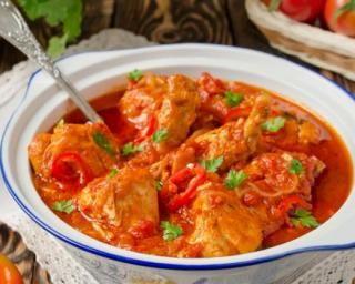 Ragoût de poulet et patates douces pimenté à la tomate cacacotée