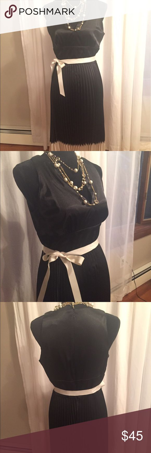 Chetta B pleated cocktail dress, size 10 Black and ivory silky pleated cocktail dress with grosgrain ribbon at waist. Gorgeous dress! Chetta B Dresses Midi