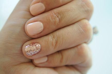 A cute conservative mani with accent nail.