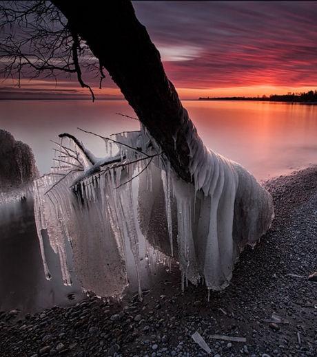 Il a réalisé un travail photographie splendide du froid touchant le Lac Ontario