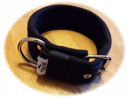 MAG Hundehalsbånd med svart nylon på utsiden, og myk fleece på innsiden! Passer til staffordshire bull terrier og andre større raser. Nå på lager i Norge.  Du finner dem i vår dyrebutikk på nett! www.bristols.no