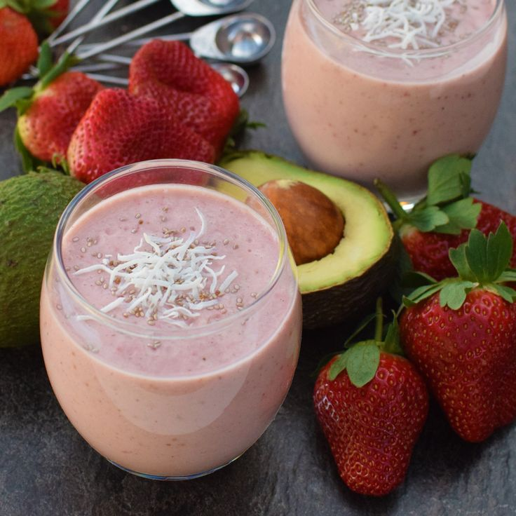 Simple Strawberries and Cream Smoothie: vegan, sugar-free and with hidden avocado! A great one for kids. #dreamingofalmonds