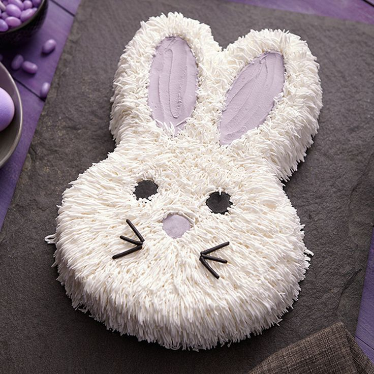 What makes this Peter Cottontail cake look so cottony? It?s tip 233, which has lots of tiny openings to make pull-out fur so easy!